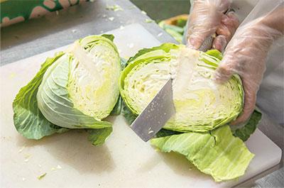 4.野菜のカット作業(包丁)